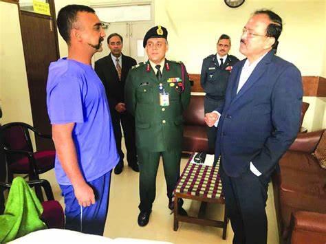 Balakot Striker Abhinandan singh awarded by IAF Chief in Bengali