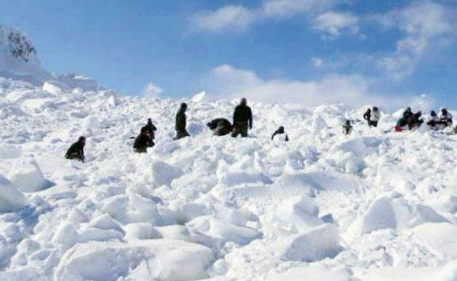 north siachen snowstorm army crew 8 soldiers stranded