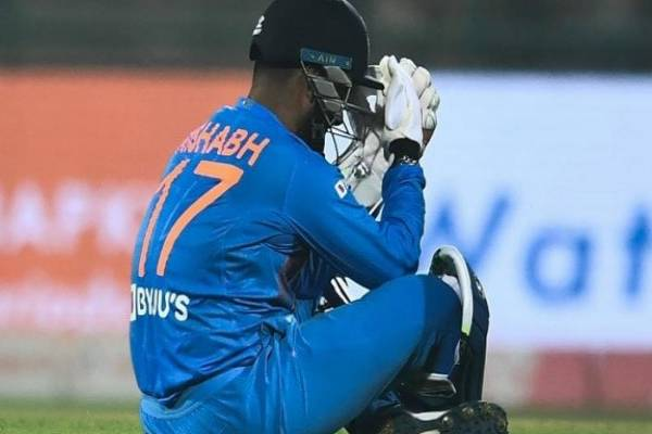 rishabh pant came under attack for form and DRS