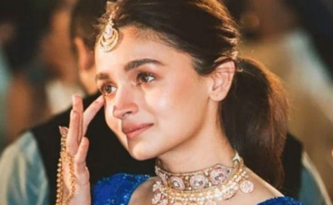 alia bhatt cries inconsolably as she talks about sister